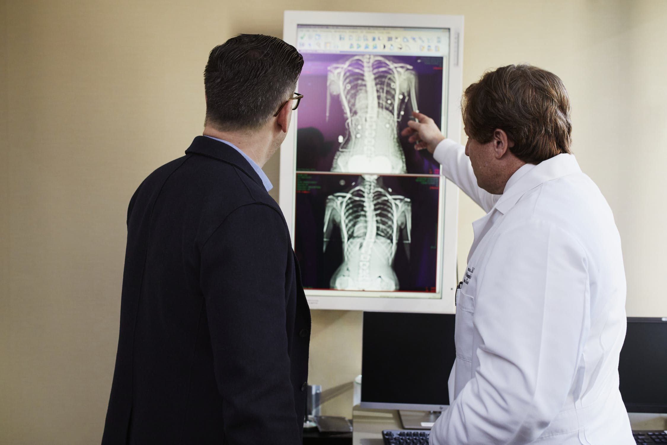 האם לקראת mri עמוד שדרה מחיר הבדיקה הוא שיקול משמעותי?